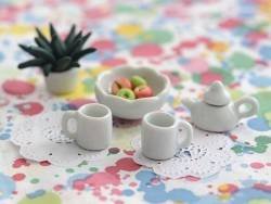 Un mug en céramique miniature
