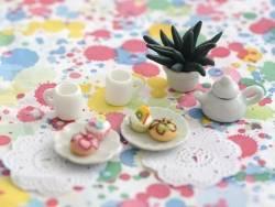 Petit mug en céramique blanche miniature