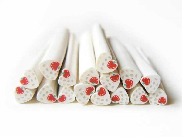Acheter Cane coeur blanc à pois et fraise - 0,49€ en ligne sur La Petite Epicerie - Loisirs créatifs
