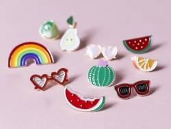 pin's lunettes de soleil en forme de coeur