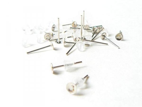 Acheter 10 paires de puces d'oreilles argent clair - fermoir silicone - 2,80€ en ligne sur La Petite Epicerie - 100% Loisirs...