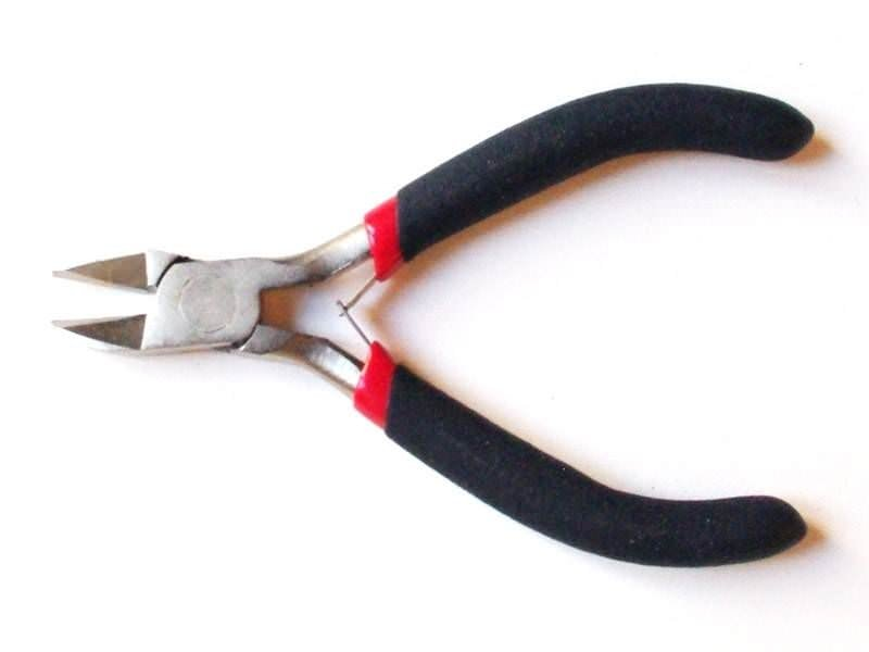 Precise side-cutting pliers