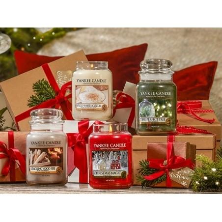 Acheter Bougie Yankee Candle - Christmas Magic / Magie de Noël - Petite jarre - 11,89€ en ligne sur La Petite Epicerie - Loi...