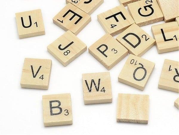 100 lettres en bois - type scrabble