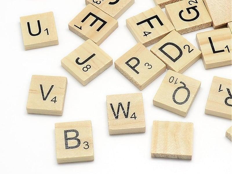 100 lettres en bois - type scrabble  - 1