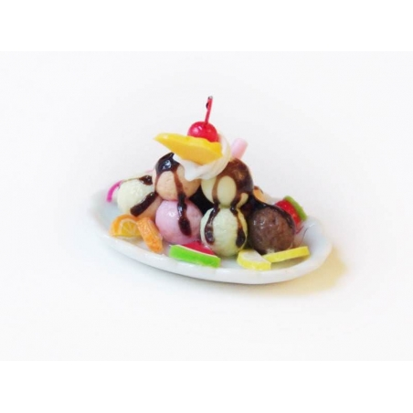 Magnificent miniature ice-cream sundae - oval