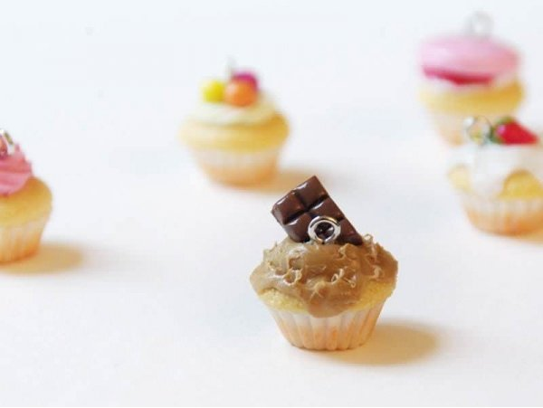 Cupcake Pendant - Cookie Spread and Chocolate