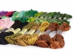 Acheter Lot de 150 échevettes - couleurs assorties - 15,99€ en ligne sur La Petite Epicerie - Loisirs créatifs