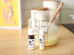 Acheter Huile parfumée pour savon 10 mL - Coco - 5,49€ en ligne sur La Petite Epicerie - Loisirs créatifs