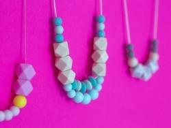 Acheter Perle ronde 8 mm en silicone - gris - 0,49€ en ligne sur La Petite Epicerie - Loisirs créatifs