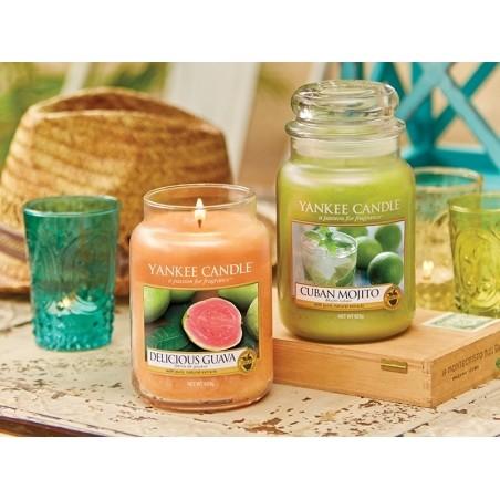 Acheter Bougie Yankee Candle - Delicious Guava / Délice de Goyave - Moyenne Jarre - 24,89€ en ligne sur La Petite Epicerie -...