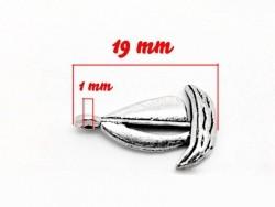 1 small boat charm / silver-coloured