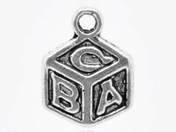1 Breloque cube ABC / argentée