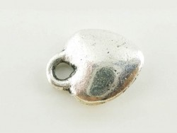1 silver-coloured, heart-shaped charm