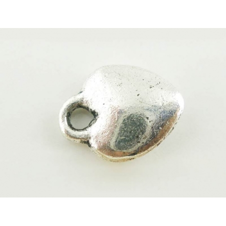1 silver-coloured, heart-shaped charm