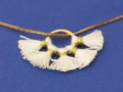 Pendentif rond doré à pompons - blanc  - 2