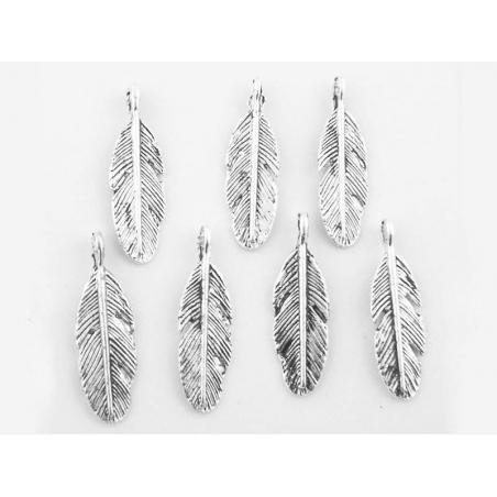 Acheter 1 Breloque plume - argentée - 0,69€ en ligne sur La Petite Epicerie - 100% Loisirs créatifs