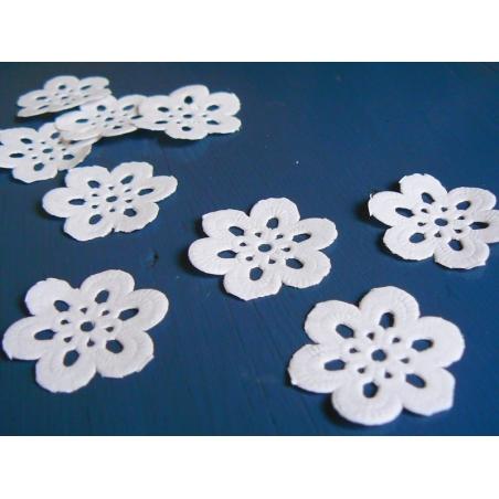 Acheter 20 minis napperons FLEUR 2,2 cm - 4,90€ en ligne sur La Petite Epicerie - 100% Loisirs créatifs