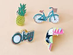 Acheter Broche pin's émaillé Hello - 4,99€ en ligne sur La Petite Epicerie - Loisirs créatifs