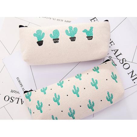Acheter Trousse - cactus et petits triangles - 6,99€ en ligne sur La Petite Epicerie - 100% Loisirs créatifs