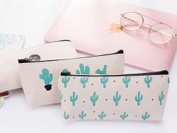 Acheter Trousse rayée avec cactus - Stay away from me - 6,99€ en ligne sur La Petite Epicerie - 100% Loisirs créatifs
