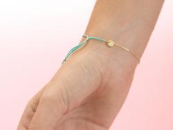 Acheter Bracelet coulissant - petites perles et pompon - 10,00€ en ligne sur La Petite Epicerie - 100% Loisirs créatifs