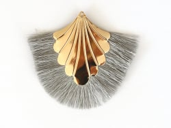 Pendentif coquillage doré à franges grises  - 1