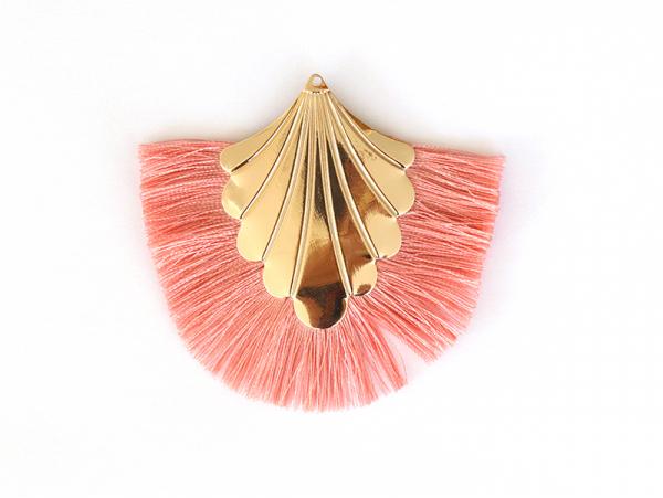 Acheter Pendentif coquillage doré à franges roses - 2,90€ en ligne sur La Petite Epicerie - 100% Loisirs créatifs
