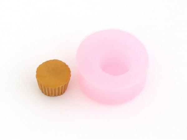 Acheter Moule en silicone - Base de mini cupcake / muffin Ø14 mm - 3,90€ en ligne sur La Petite Epicerie - Loisirs créatifs