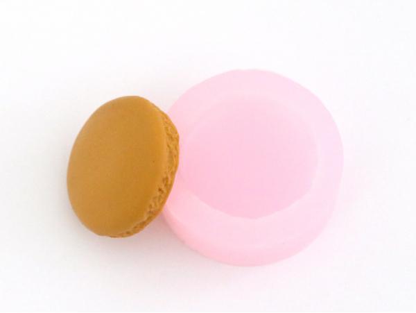 Acheter Moule macaron entier - 6,25€ en ligne sur La Petite Epicerie - Loisirs créatifs
