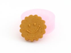 Round biscuit with a smiley...