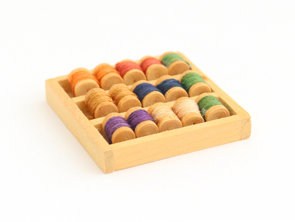 Acheter Présentoir miniature avec bobines de fils - 5,99€ en ligne sur La Petite Epicerie - 100% Loisirs créatifs