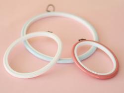 Tambour à broder ovale blanc - 13.5 x 10 cm  - 2