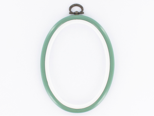 Tambour à broder ovale vert amande - 13.5 x 10 cm  - 1