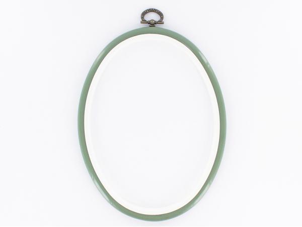 Acheter Tambour à broder ovale vert amande - 17.5 x 13 cm - 1,39€ en ligne sur La Petite Epicerie - Loisirs créatifs