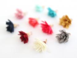 Lot de 10 pendentifs pompons fleurs en organza - couleurs aléatoires et assorties  - 3
