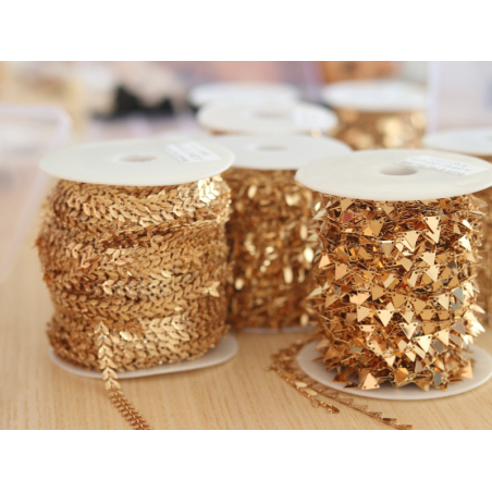 Acheter Chaîne fanion triangles 6 mm - doré à l'or fin 24 K x 20 cm - 3,60€ en ligne sur La Petite Epicerie - Loisirs créatifs