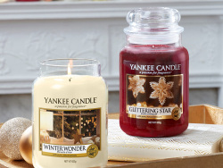 Acheter Bougie Yankee Candle - Glittering Star / Etoile scintillante - Moyenne Jarre - 24,89€ en ligne sur La Petite Epiceri...
