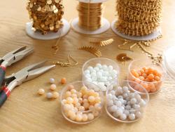 Acheter Lot de 50 perles à facettes en verre 4x6 mm - beige - 1,59€ en ligne sur La Petite Epicerie - 100% Loisirs créatifs