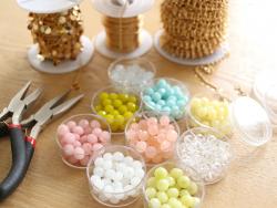 Acheter Lot de 50 perles à facettes en verre 8x6 mm - Rose poudré - 3,19€ en ligne sur La Petite Epicerie - 100% Loisirs cré...