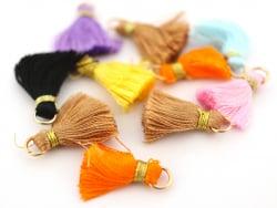 Acheter Lot de 10 pompons - couleurs aléatoires et fil doré - 20 mm - 3,90€ en ligne sur La Petite Epicerie - 100% Loisirs c...