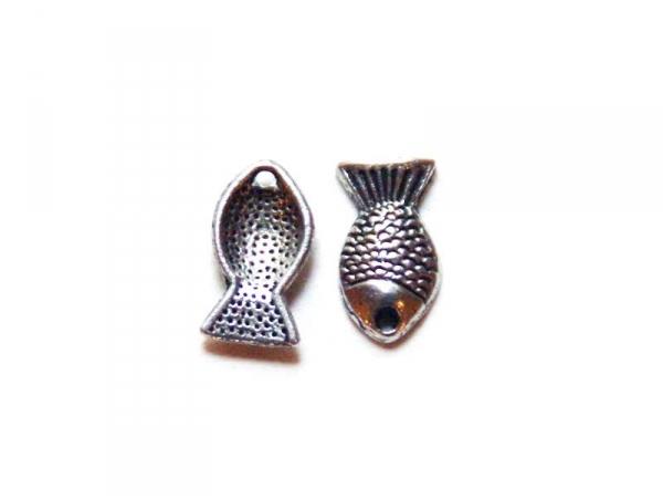 1 fish charm / silver-coloured