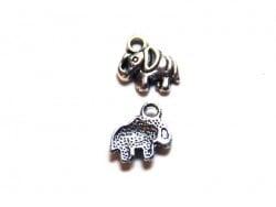 1 Breloque éléphant - argentée