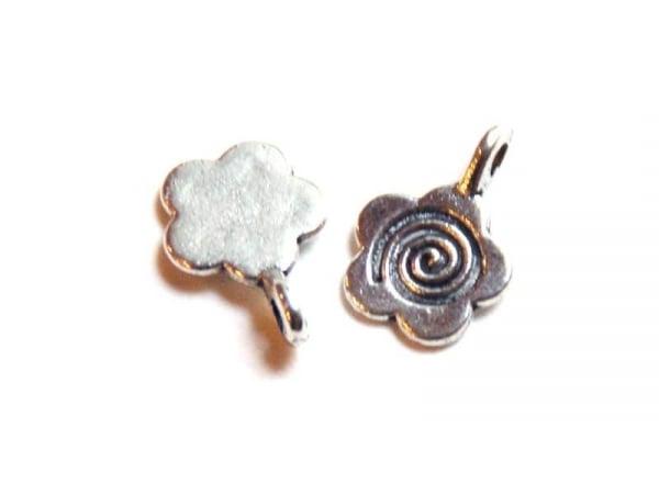1 Breloque fleur 60's - argentée