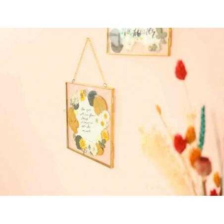 Acheter Cadre photo métal doré façon herbier à suspendre - hexagone - 10,99€ en ligne sur La Petite Epicerie - Loisirs créatifs