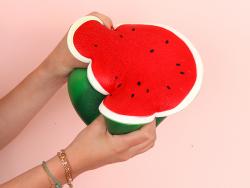 Acheter Maxi squishy - Pastèque - 24,99€ en ligne sur La Petite Epicerie - 100% Loisirs créatifs