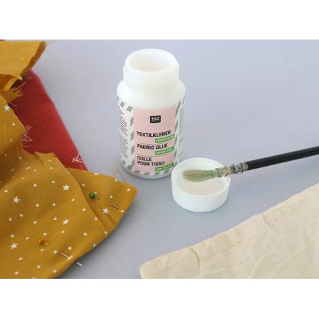 Acheter Colle pour tissu - 130mL - 7,99€ en ligne sur La Petite Epicerie - Loisirs créatifs