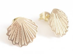 Acheter Puce d'oreille coquillage filigrane en laiton avec anneau - laiton doré à l'or fin 24K - 4,99€ en ligne sur La Petit...