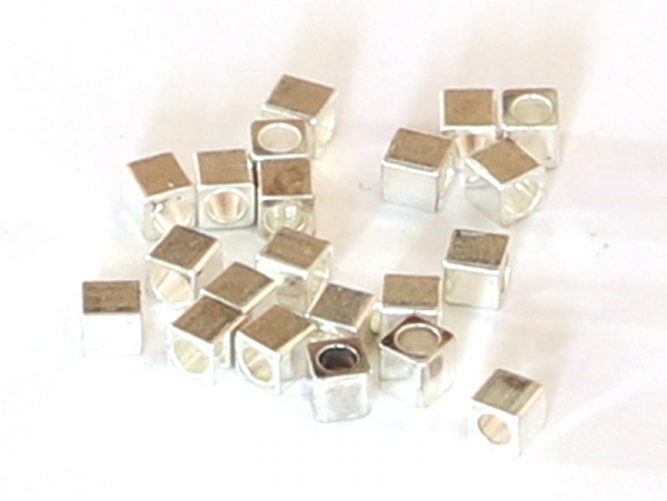 Acheter 20 perles cubes en laiton argenté - 3mm - 1,49€ en ligne sur La Petite Epicerie - Loisirs créatifs