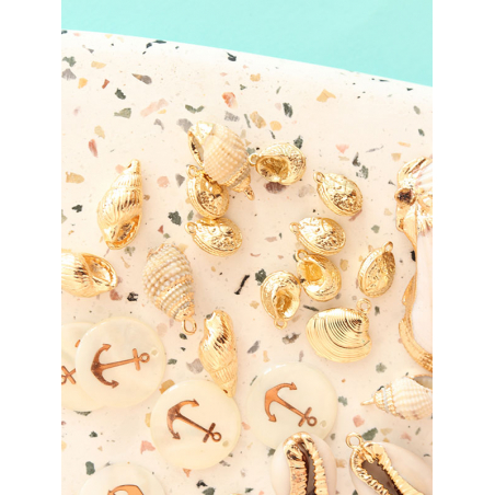 Acheter Pendentif coquillage spirale 25 mm - laiton doré - 2,39€ en ligne sur La Petite Epicerie - Loisirs créatifs